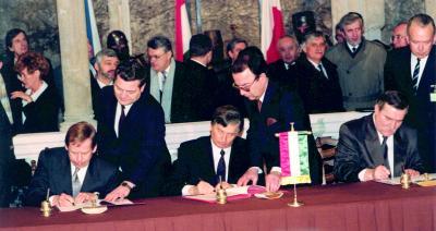1991.02 - HavelV-WalesaL, Budapest, Visegrád-aláírás_dbox-1.0-06külkapcs-nemzetközi_012