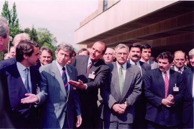 1993.09 - Aznar-KlausV-ChiracJ, EDU, Párizs_dbox-1.0-06külkapcs-1993EDU_017